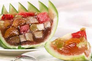 Желе фруктовое в арбузе