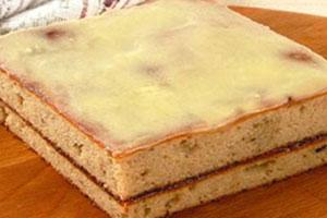 Пряный пирог с джемом