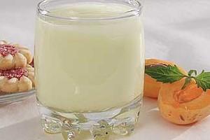 Молочный коктейль с персиками или абрикосами