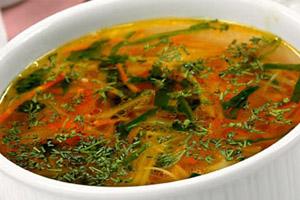 Суп овощной с свекольными листьями