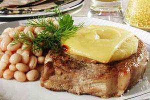 Свинина, запеченная с ананасами