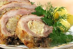 Грудинка свиная, фаршированная капустой и яблоками