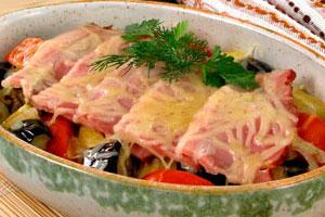 Грудинка, запеченная с овощами