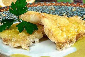 Рыба, запеченная с соусом
