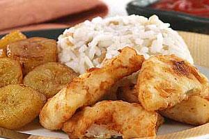 Рыба с рисом и бананами