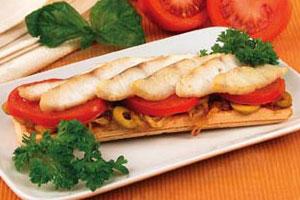 Хлебцы с рыбой и оливками