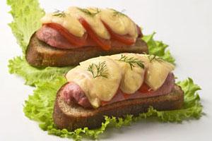 Горячие бутерброды с сардельками