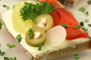 Бутерброды с копченой рыбой