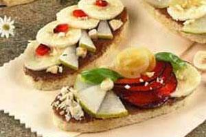 Бутерброды с фруктовым ассорти