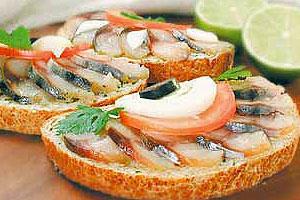Бутерброд со скумбрией холодного копчения