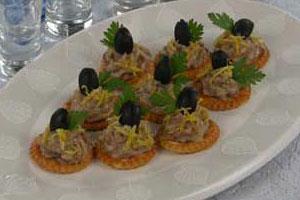 Крекеры с пастой из копченой скумбрии (2)