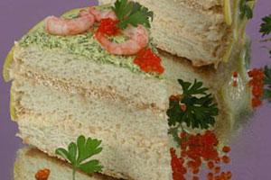 Бутербродный торт с креветками и икрой (2)