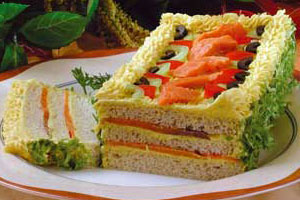 Бутербродный торт с копченым лососем
