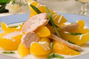 Салат из курицы с персиками
