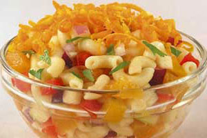 Салат с «рожками» по-креольски
