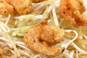 Креветки во фритюре с салатом
