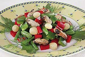 Фасолевый салат с мидиями