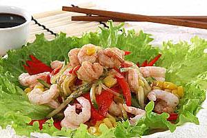 Салат из креветок с овощами