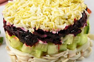 Салат с кальмарами и свеклой