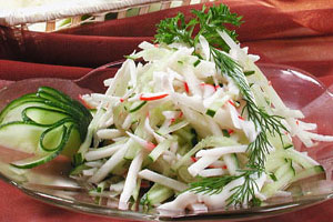 Салат из крабов с яблоками и огурцами