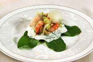 Салат из креветок с соусом из щавеля