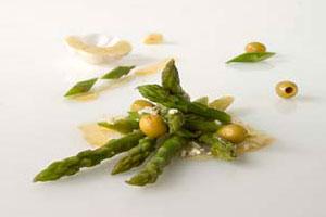 Салат с зеленой спаржей