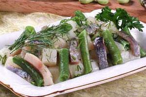 Салат из сельди, картофеля и зеленой фасоли