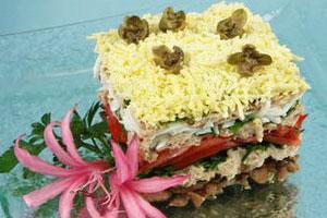 Салат с мясом и тунцом
