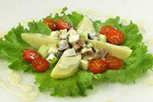 Салат из копченой скумбрии с картофелем