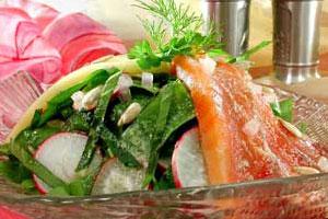 Салат из семги с редисом