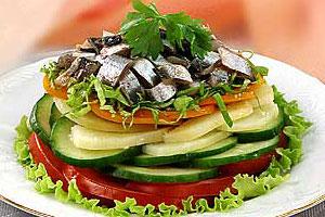 Салат овощной с хамсой