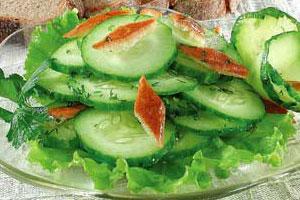 Зеленый салат с маслом и уксусом