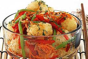 Салат из цветной капусты с перцем