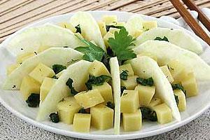 Салат из яблок, сельдерея и сыра