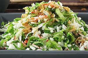 Крабы с зеленым салатом