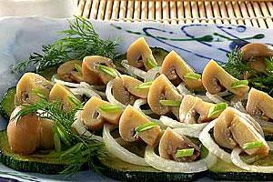 Салат из грибов с кабачками