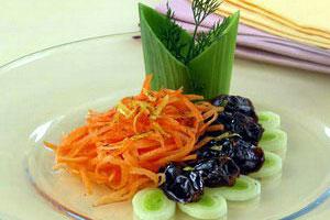 Салат с морковью и финиками