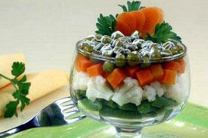 Салат-коктейль с зеленым горошком