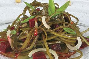 Салат из морской капусты со свеклой (2)