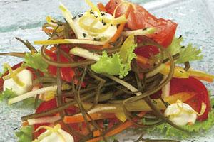 Салат овощной с морской капустой