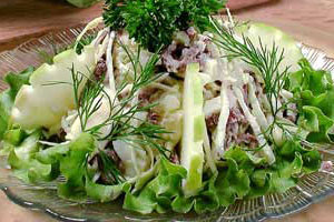 Салат мясной с капустой и картофелем