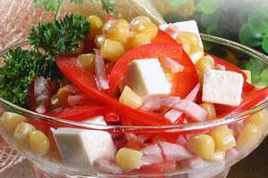 Салат из брынзы с кукурузой и колбасой