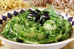 Салат из огурцов с маслинами