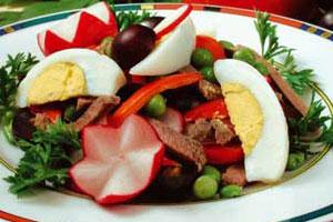 Салат из зеленого горошка с виноградом