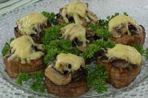 Медальоны из телятины с грибами