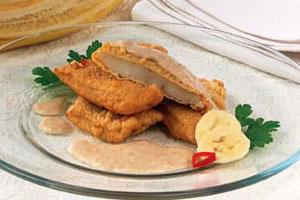 Рыба в тесте с банановым соусом