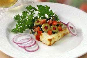 Брынза с оливками и помидорами