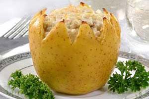 Яблоки, фаршированные курицей и сыром