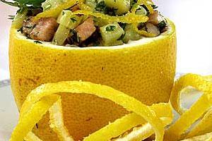 Лимонные корзиночки с курицей и кабачками