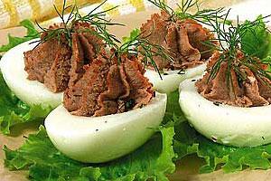 Яйца, фаршированные гусиной печенкой